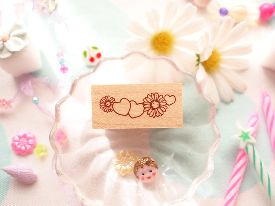 Photo1: Daisy Heart Wood Mounted Rubber Stamp From Cui