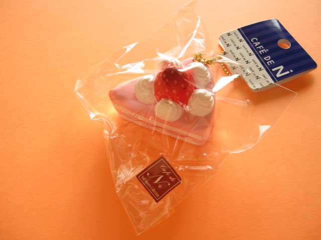 Photo1: Cafe de N Squishy Keychain Charm Nic *Strawberry Sponge Cake Strawberry Cream (CDN09-2)
