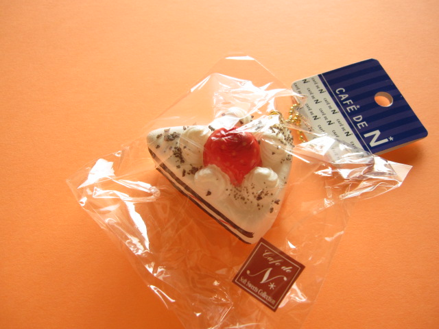 Photo1: Cafe de N Squishy Keychain Charm Nic *Strawberry Sponge Cake Chocolate Chips (CDN09-4)